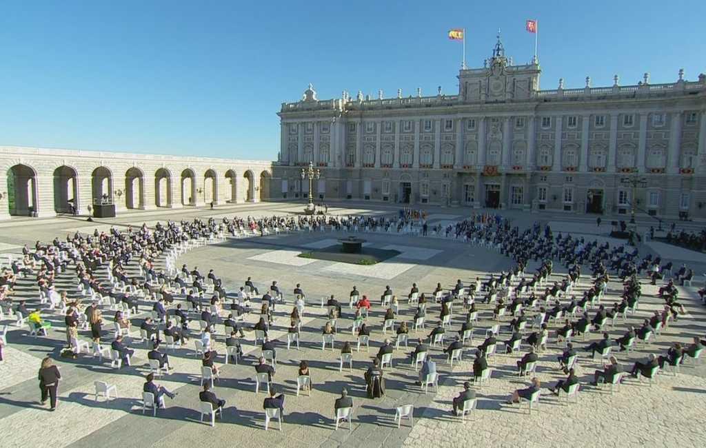 Spanje toont op 15 juli in aanwezigheid van Spaanse koning eer aan coronaslachtoffers