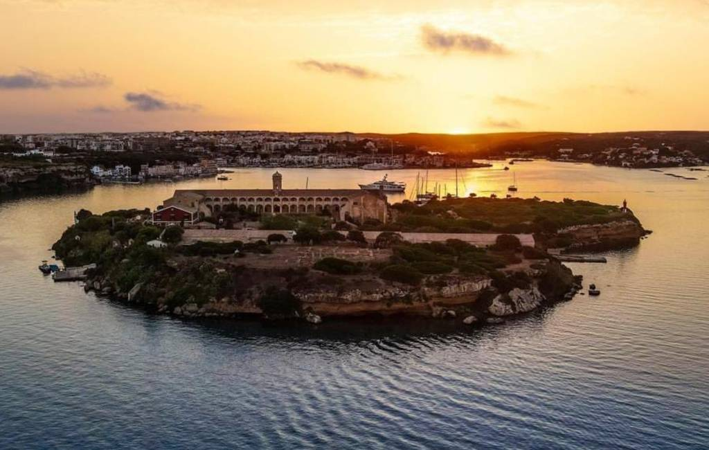 Opening van unieke Hauser & Wirth galerie op eilandje in de baai van Menorca