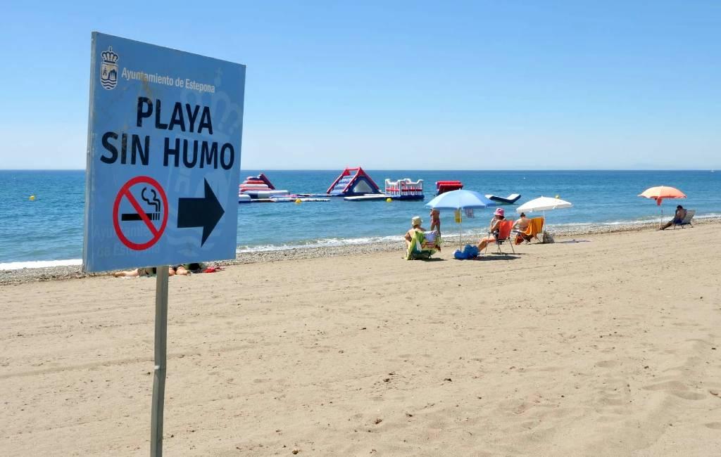 Andalusië heeft deze zomer 50 zwembaden en 42 stranden die rookvrij zijn
