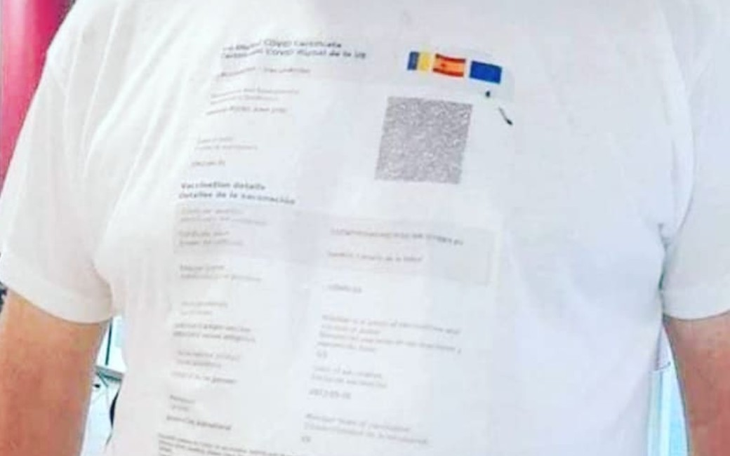Nieuwe in Galicië: een poloshirt met daarop jouw geprinte corona-certificaat