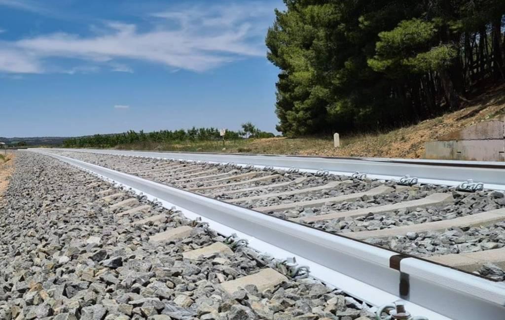Spaanse spoorwegen test wit geverfde spoorlijnen tegen hitte
