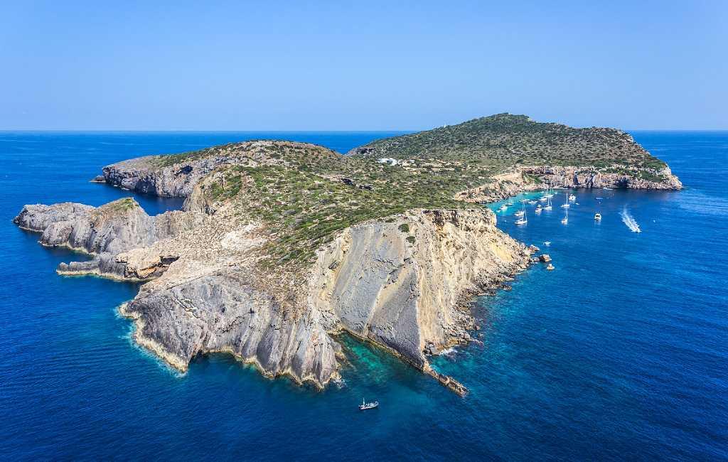 Eiland met luxe woning voor de kust van Ibiza nog steeds te koop