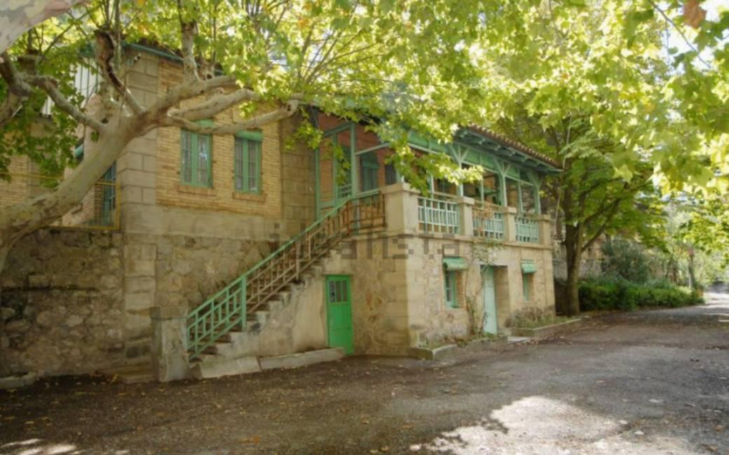 Voor bijna één miljoen euro staat dit dorp in Catalonië te koop
