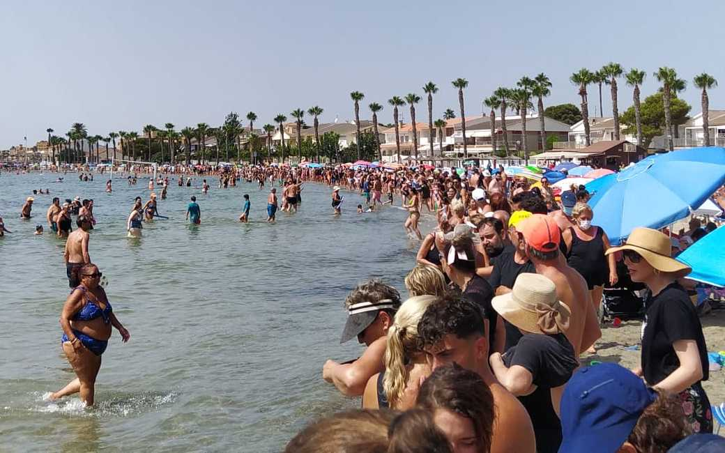 70.000 deelnemers aan symbolische omarming van de Mar Menor lagune in Murcia