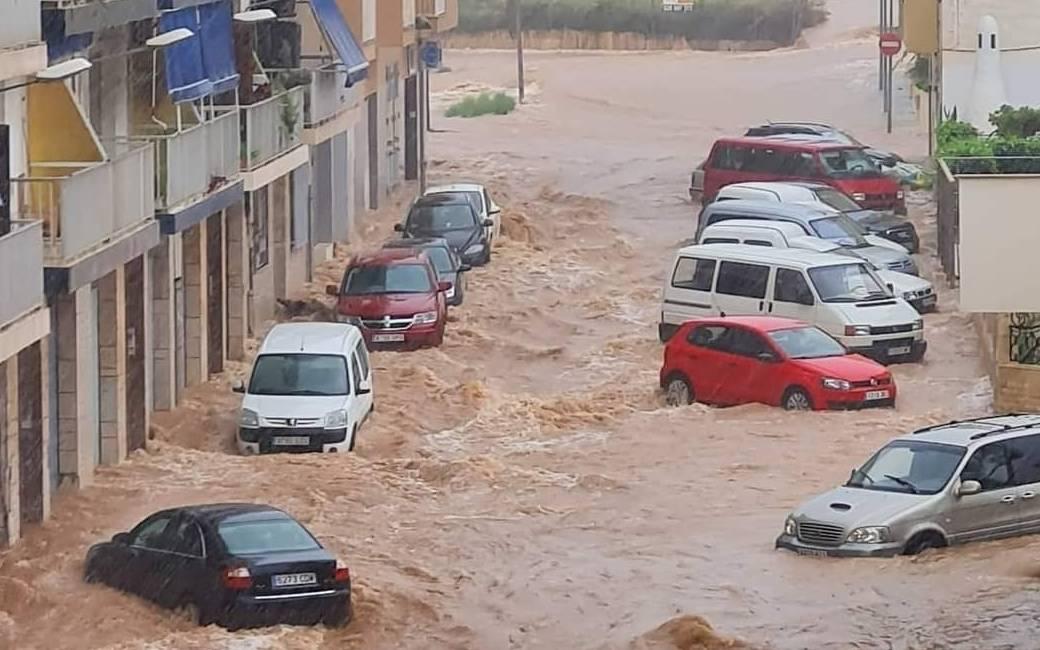 70 evacuees van camping in Tarragona na enorme stortbui en wateroverlast (video's)