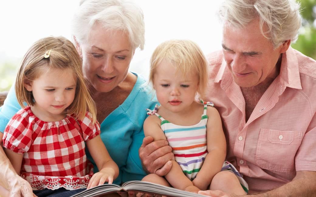 Merendeel Spaanse families maakt gebruik van oppas opa's en oma's