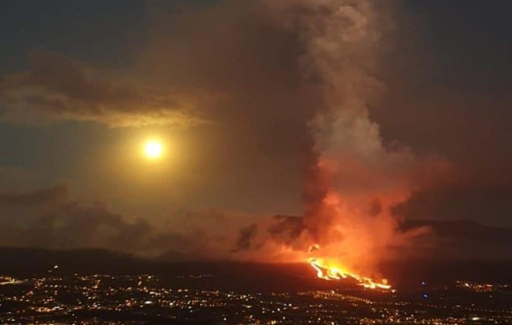Lava verwoest diverse woningen na vulkaanuitbarsting op Canarische Eiland La Palma