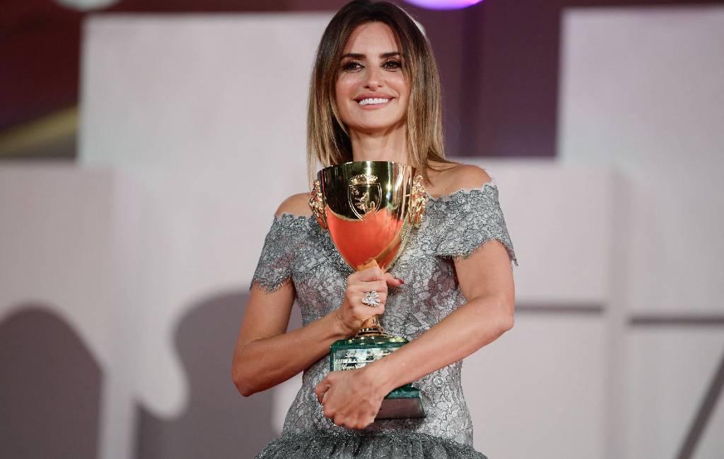 Spaanse actrice Penélope Cruz verkozen tot beste actrice op filmfestival Venetië