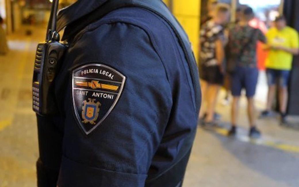 Politie Ibiza arresteert Nederlandse toerist die zijn vrouw sloeg op straat