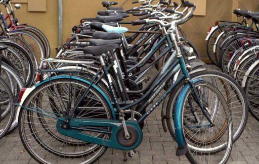 160 Nederlandse fietsen wachten in verlaten kapel in Zaragoza op nieuwe eigenaars