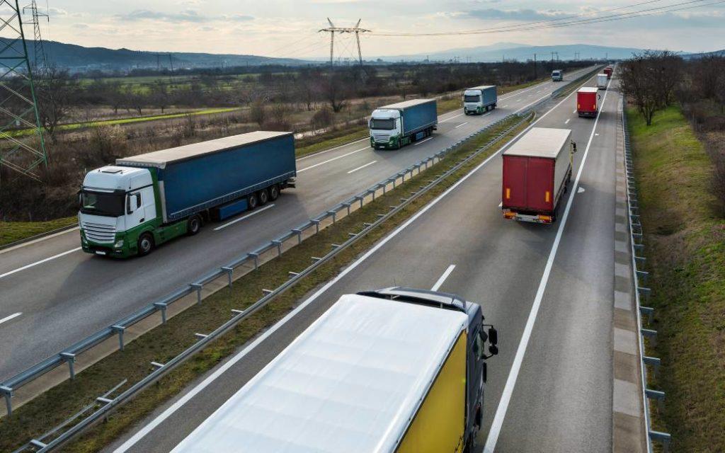 Vrachtwagens moeten op zondag rechts rijden en mogen niet inhalen in Catalonië