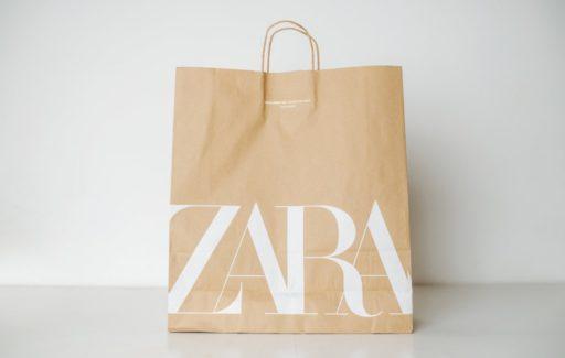 Klanten Spaanse Inditex-winkels zoals ZARA moeten 10 cent betalen voor papieren tas