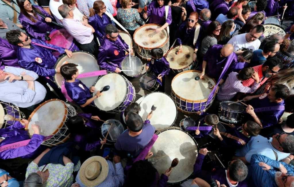 20.000 trommelaars verbreken Semana Santa stilte in Teruel