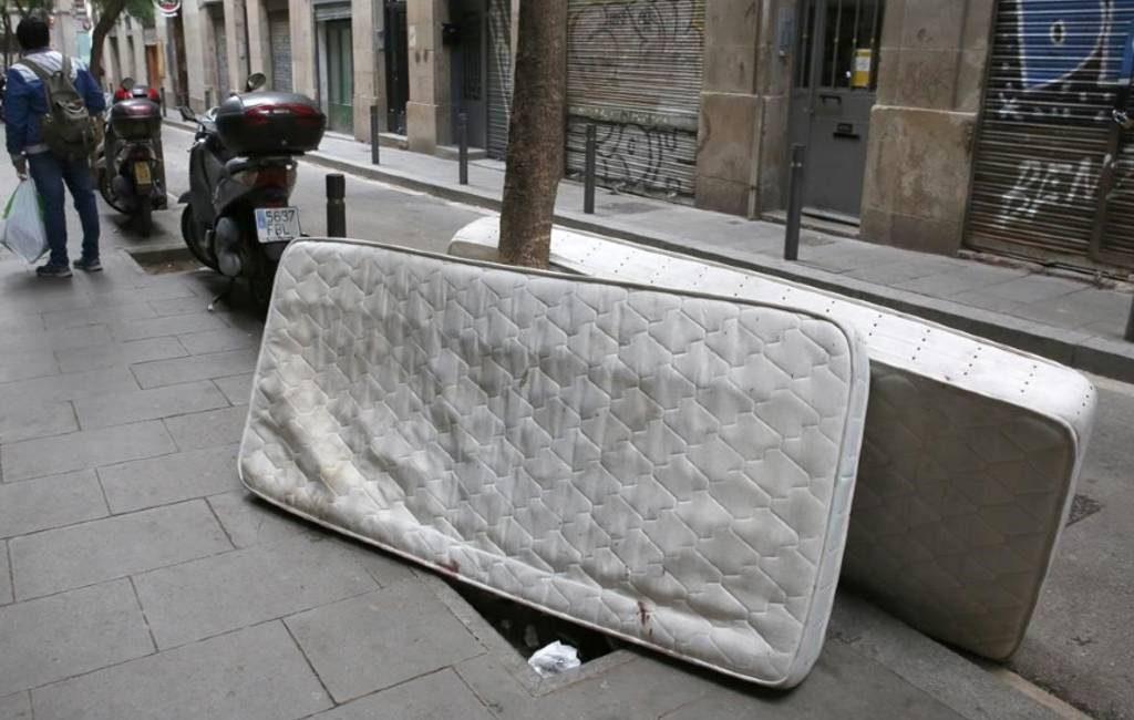 Het mysterie van bijna 9.100 matrassen op straat in Torrevieja