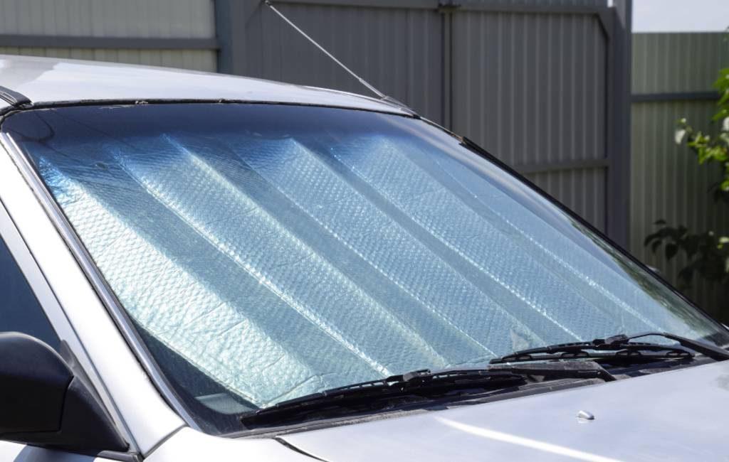 Is een zonnescherm bij de voorruit nuttig of niet in Spanje