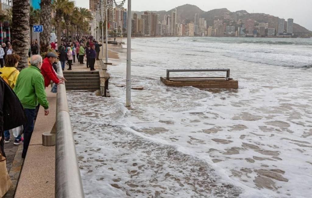 Stranden Benidorm beschadigd door noodweer