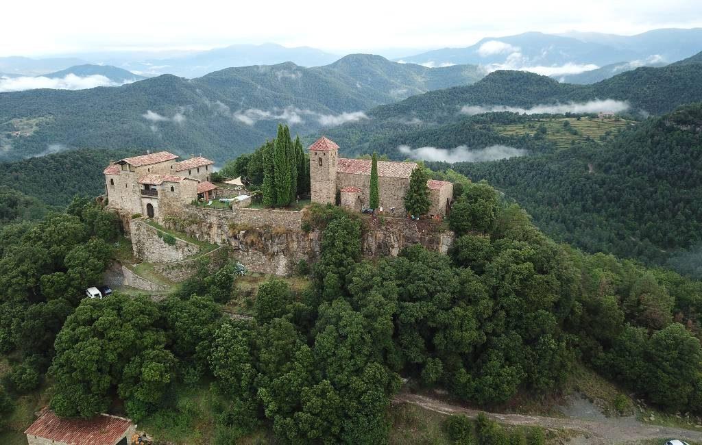 Voor 25 euro per nacht/persoon kun je dit kasteel huren in Gerona