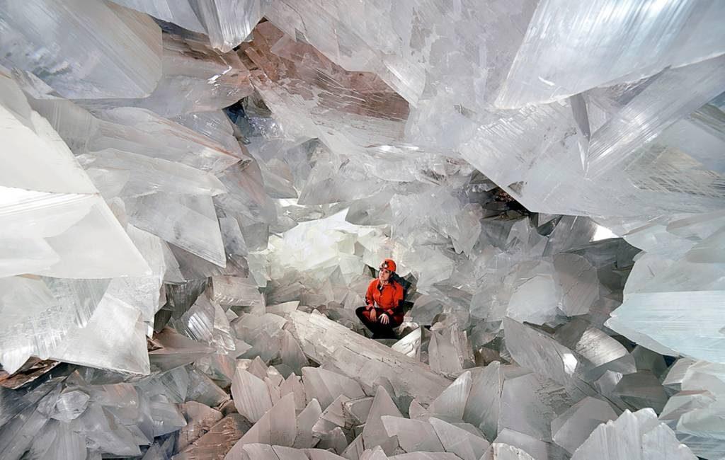 Bezoek de enorme met kristallen bedekte grot in Pulpí