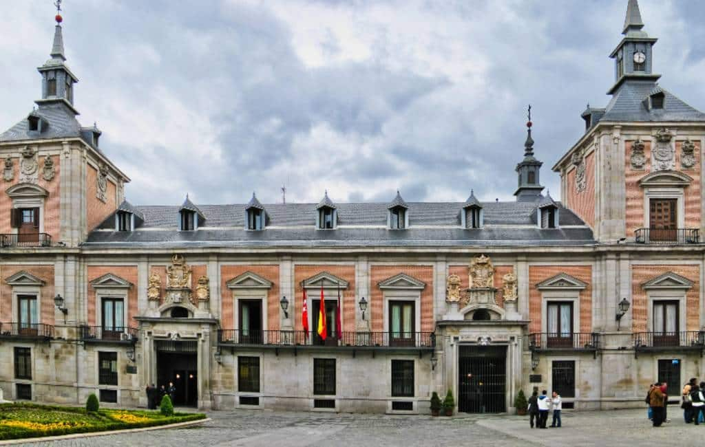 Snelle trein naar Lissabon, Parador en toeristenbelasting in Madrid