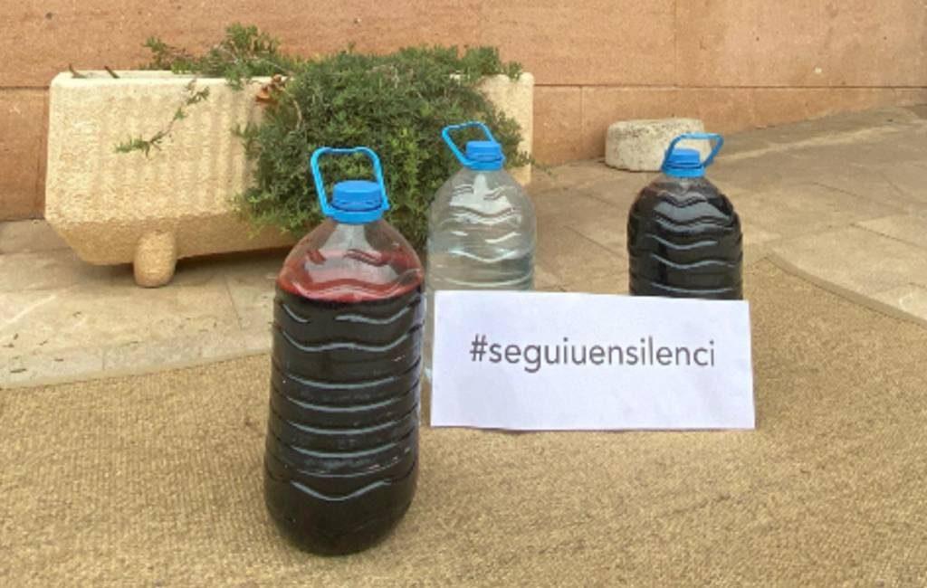 Wat is het verhaal van de rode flessen op Mallorca?