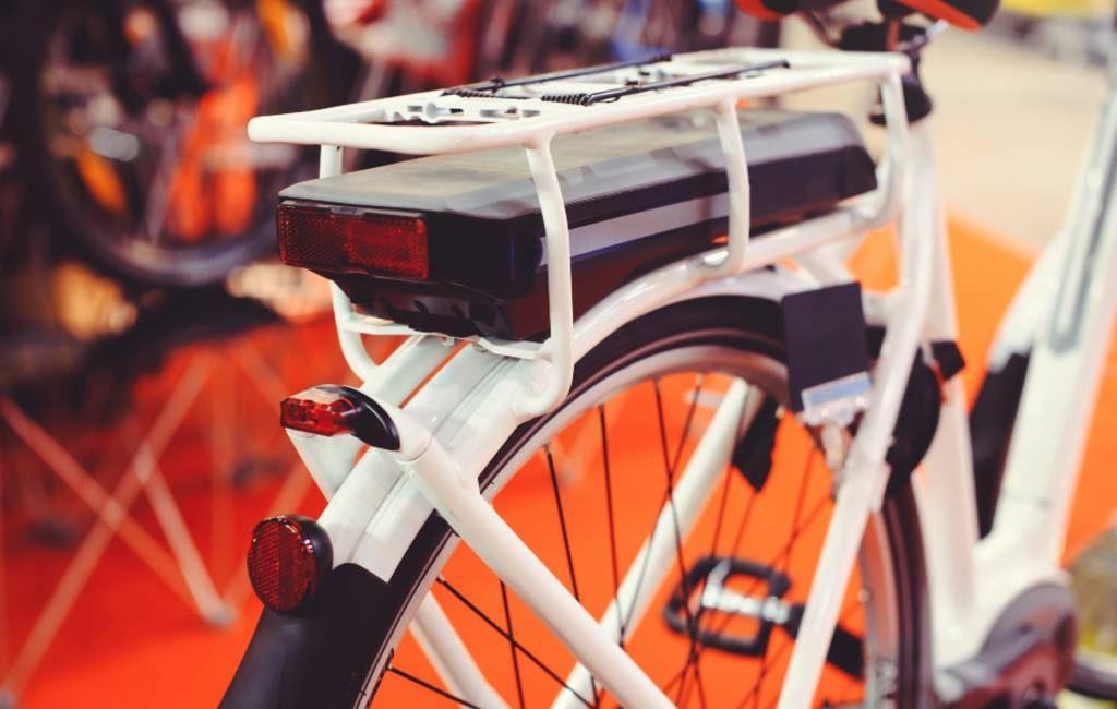 Moeten elektrische fiets rijders in Spanje rijbewijs, kenteken en verzekering hebben?