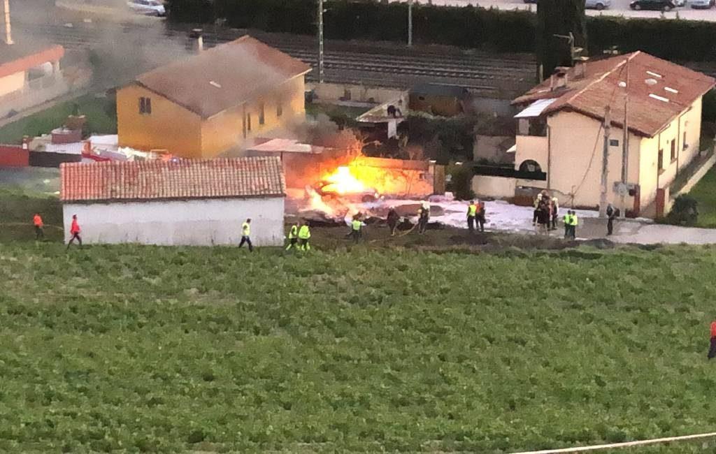 Piloot overleden na neerstorten vliegtuig op weg in Navarra