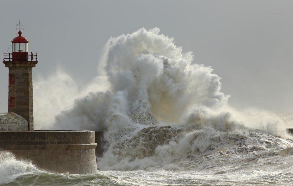 Een mini tsunami verwoest het Cala Llombards strand op Mallorca