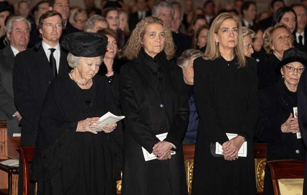 Prinses Beatrix aanwezig bij rouwmis Infanta Pilar in Spanje