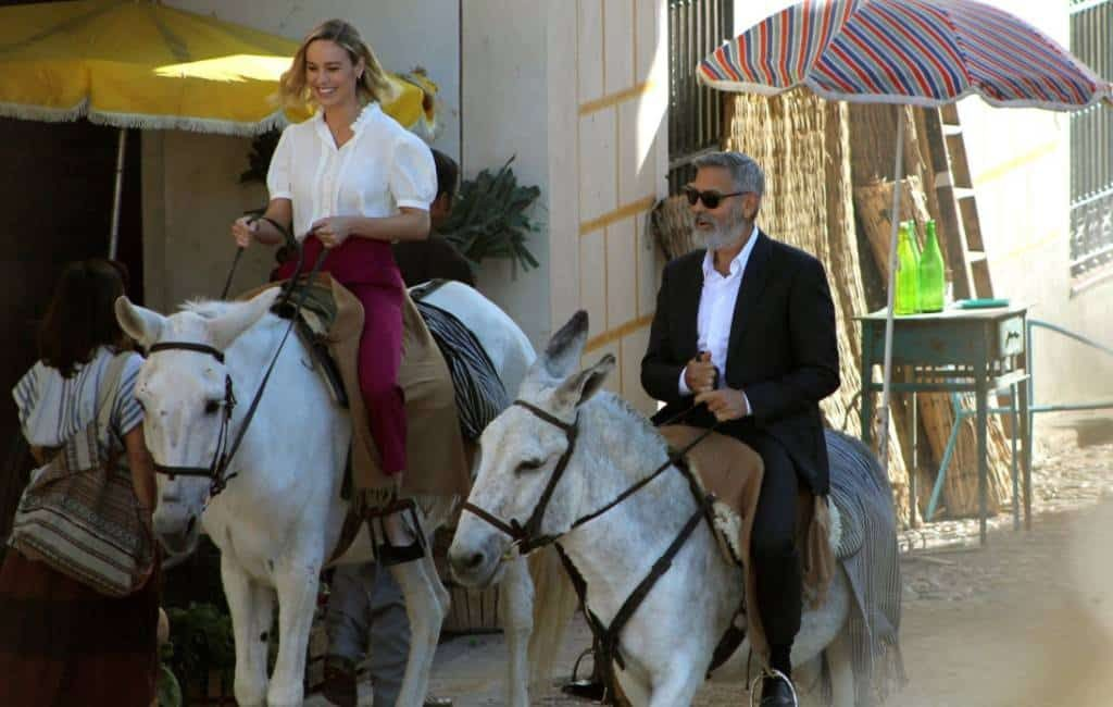George Clooney voor de koffie op ezel en fiets in Madrid