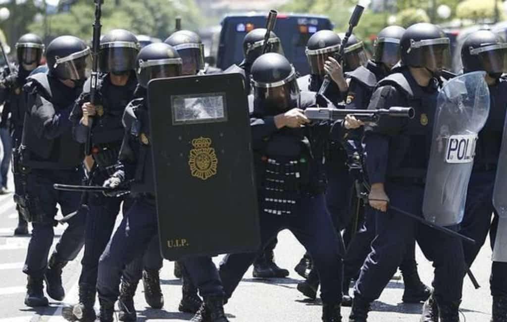 900 extra Spaanse politieagenten aangekomen in Catalonië