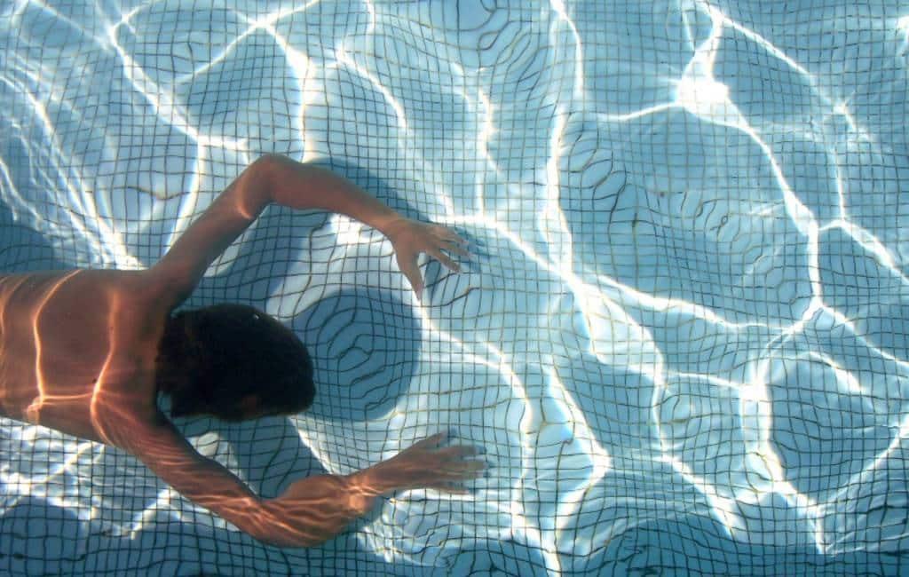 Poepen in het zwembad is de nieuwe internet 'challenge' in Spanje