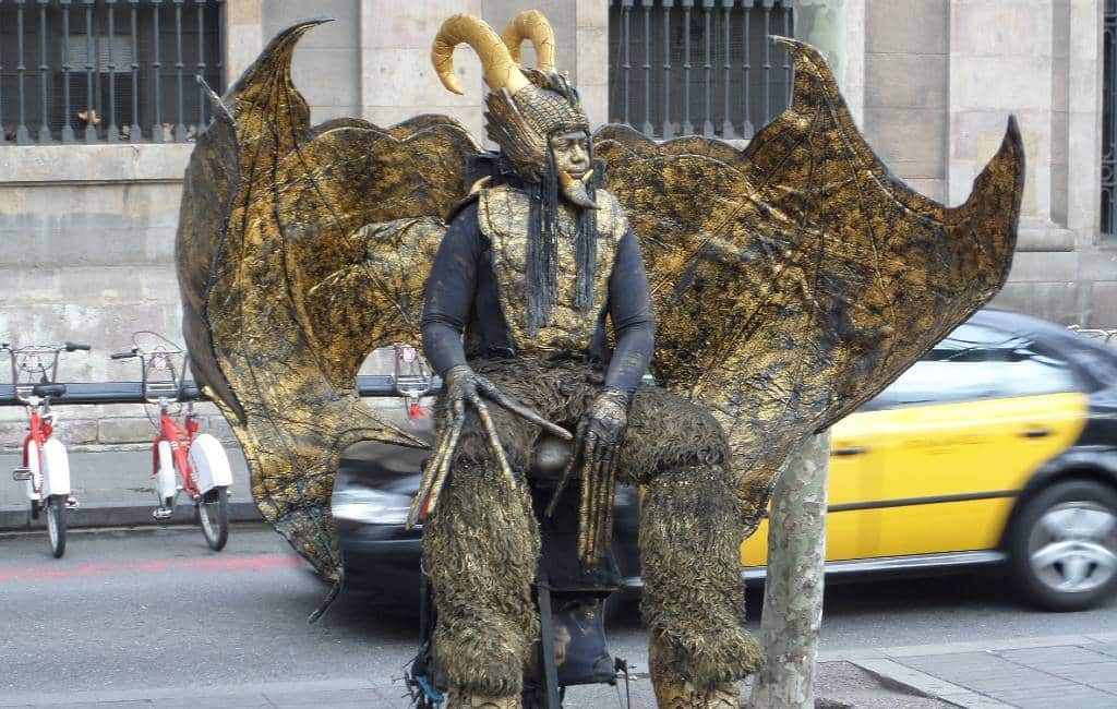 Menselijke standbeelden Ramblas Barcelona willen hulp vanwege corona-crisis
