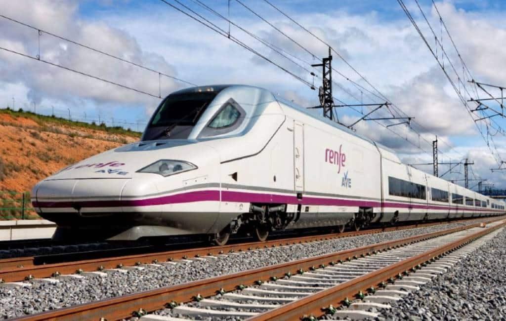 AVE hogesnelheidstrein Elche-Orihuela-Madrid via Alicante