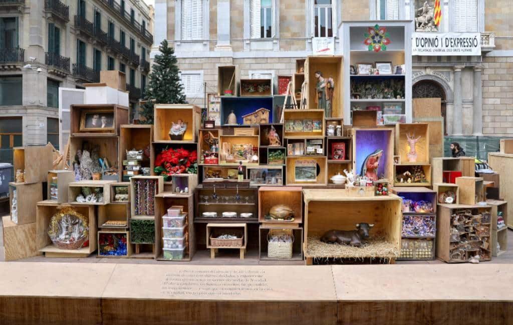 Veel commentaar vreemde kerststal gemeente Barcelona