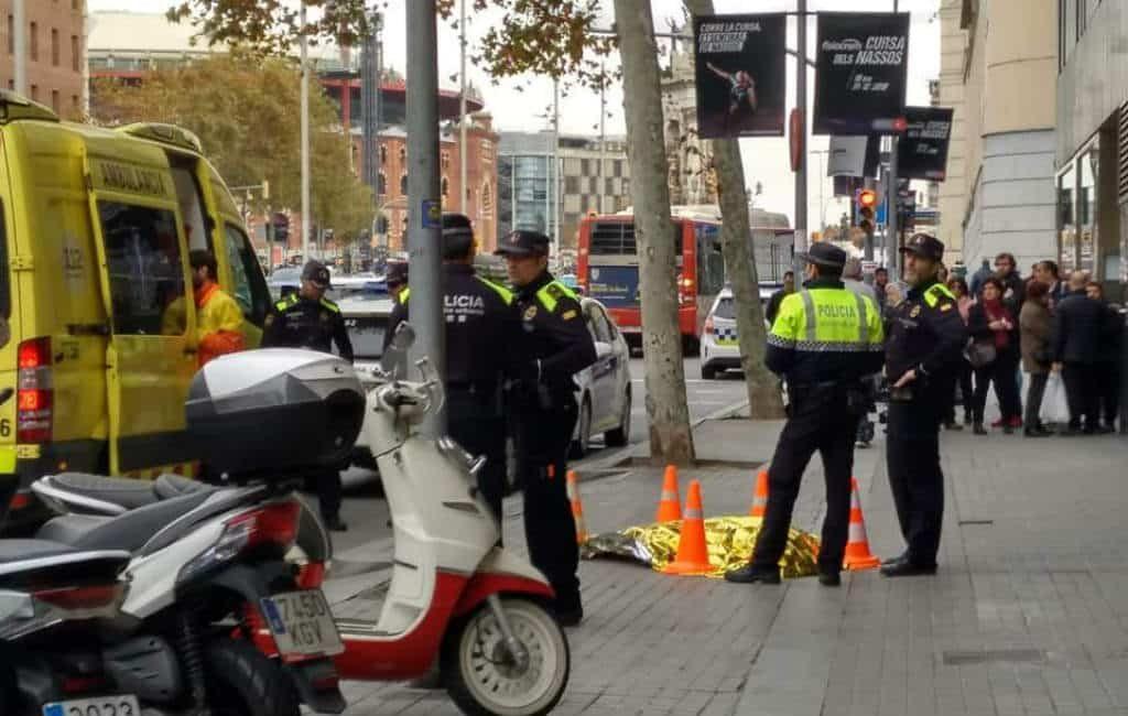 Verontwaardiging nadat politieagent in Barcelona hond dood schiet