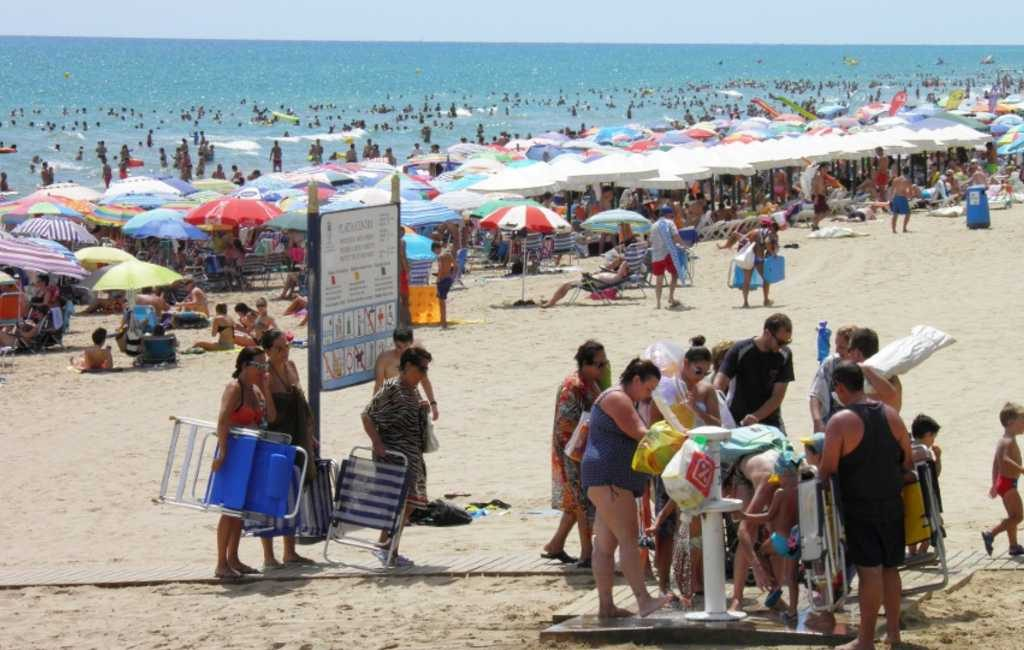 Wat is de toename van de bevolking in de Marina Alta regio tijdens de zomer