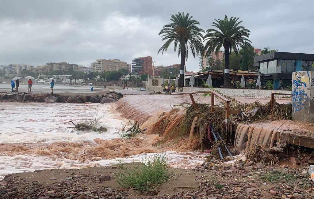 Enorme waterhoos in Benicàssim aan de Costa Azahar