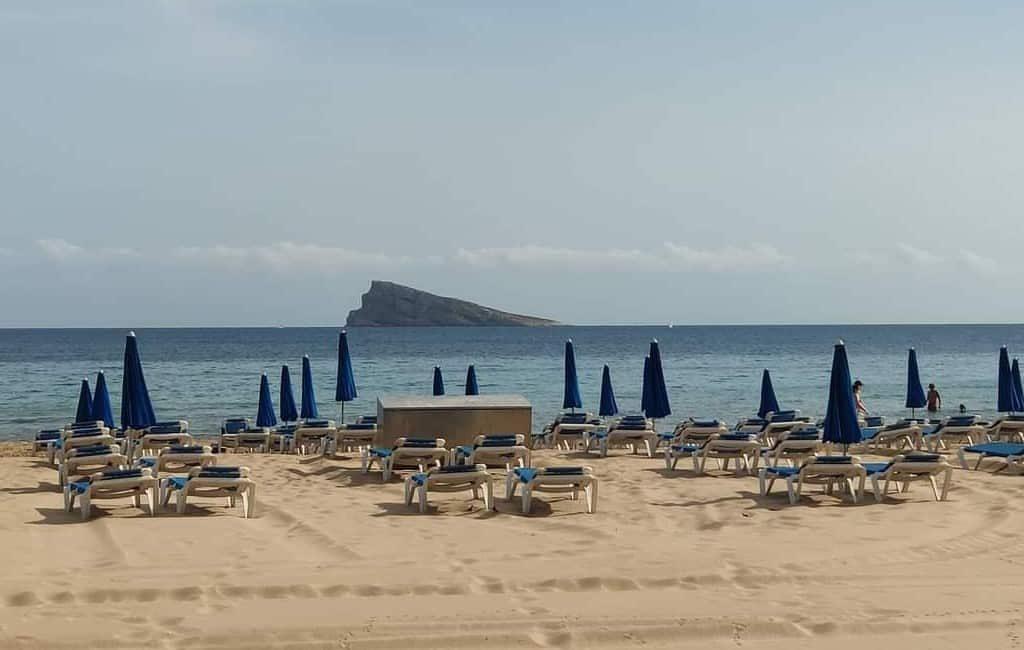 Consumeren in bars en restaurants Benidorm levert korting op bij strandbedjes