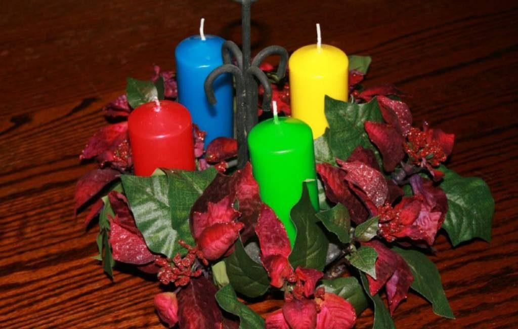 Betekenis gekleurde kaarsen van de adventskrans in Spanje