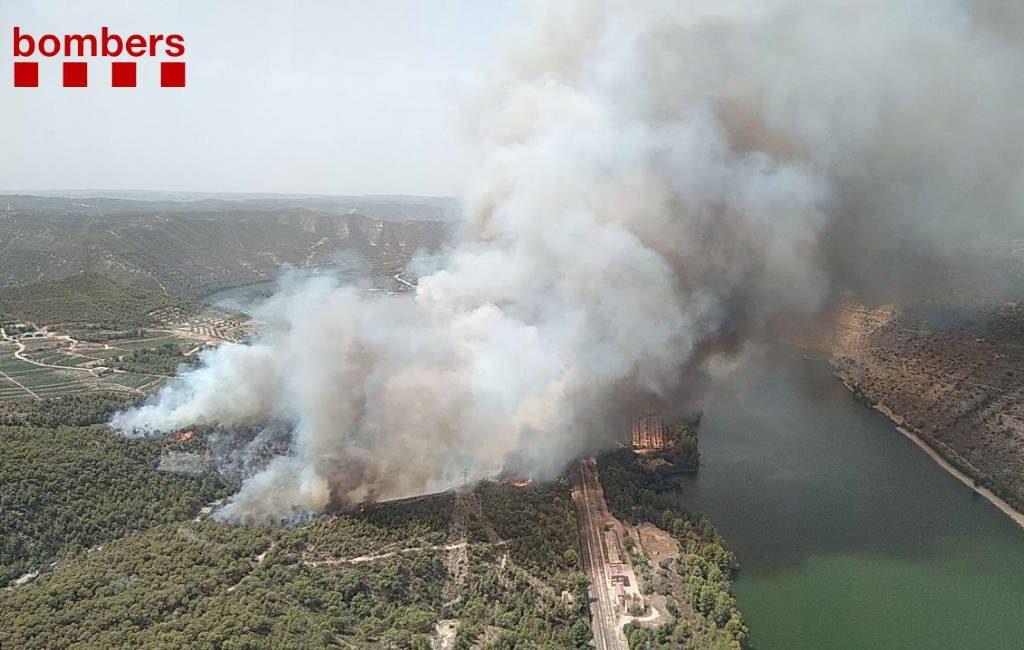 Camping ontruimt vanwege bosbrand die reeds geblust is in Tarragona