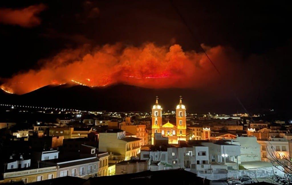 Nog niet gebluste natuurbrand Almería verwoest 400 ha in Sierra de Gádor