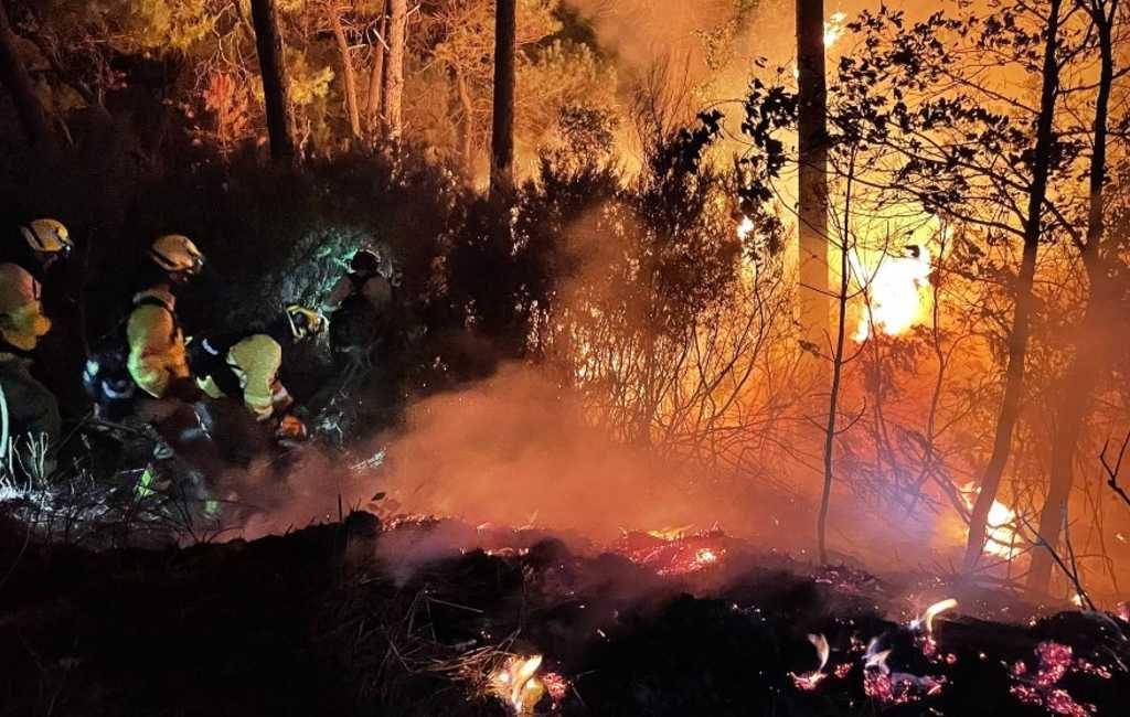 Brandweerman om het leven gekomen bij enorme natuur- en bosbrand Costa del Sol
