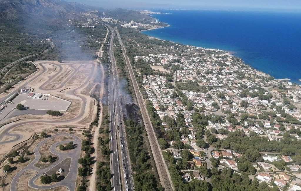 Nieuwe natuur- en bosbrand langs de AP-7 snelweg in l'Ametlla de Mar