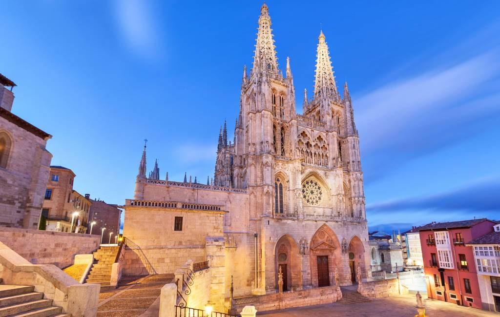 De kathedraal van Burgos kan Werelderfgoed-titel verliezen vanwege nieuwe deuren