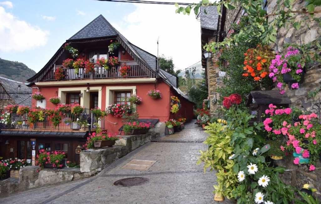 Eerste Catalaanse 'mooie dorp' Bagergue gepresenteerd