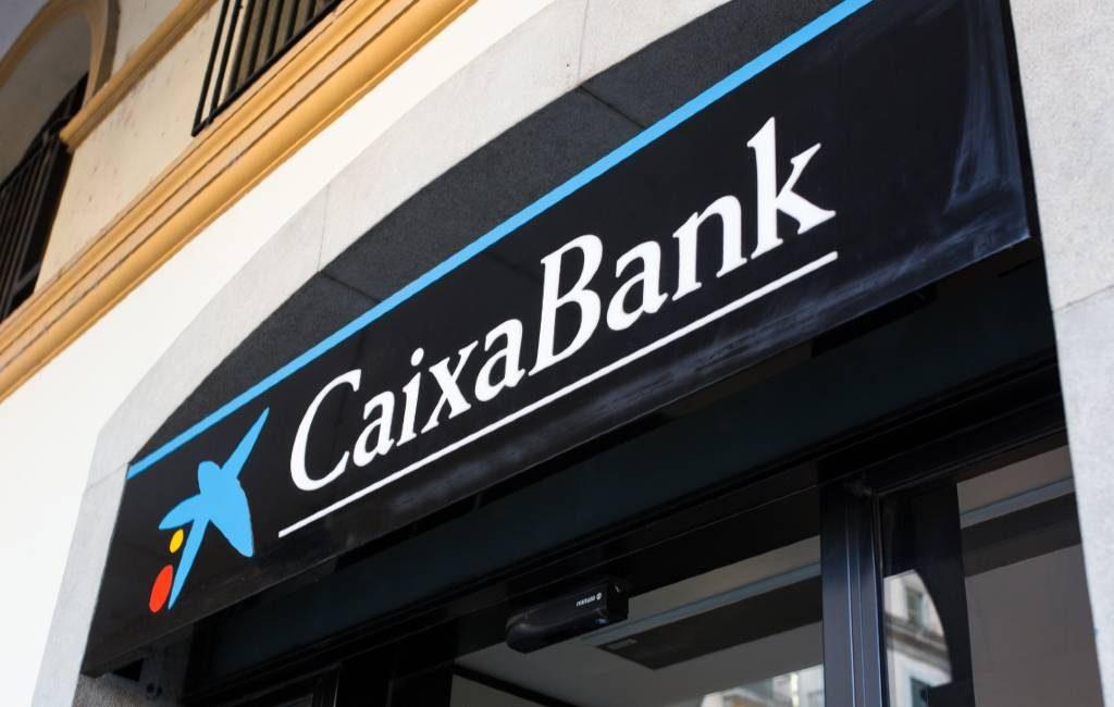 CaixaBank wil na fusie 1.534 filialen sluiten en 8.291 werknemers ontslaan in Spanje
