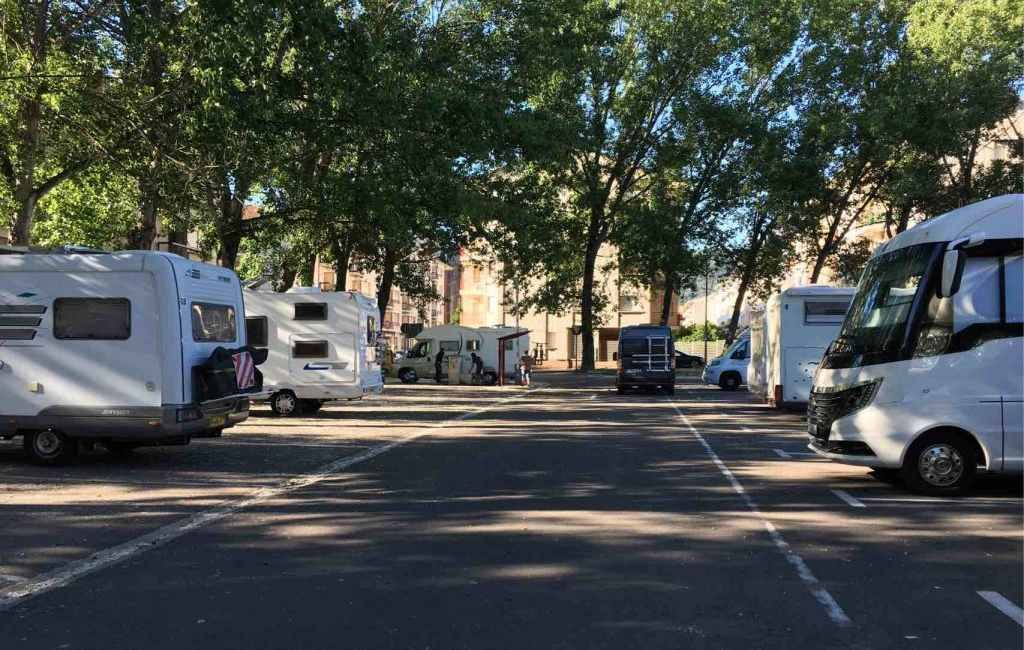 Jaca in Huesca wil het parkeren van kampeerauto's langs de weg verbieden