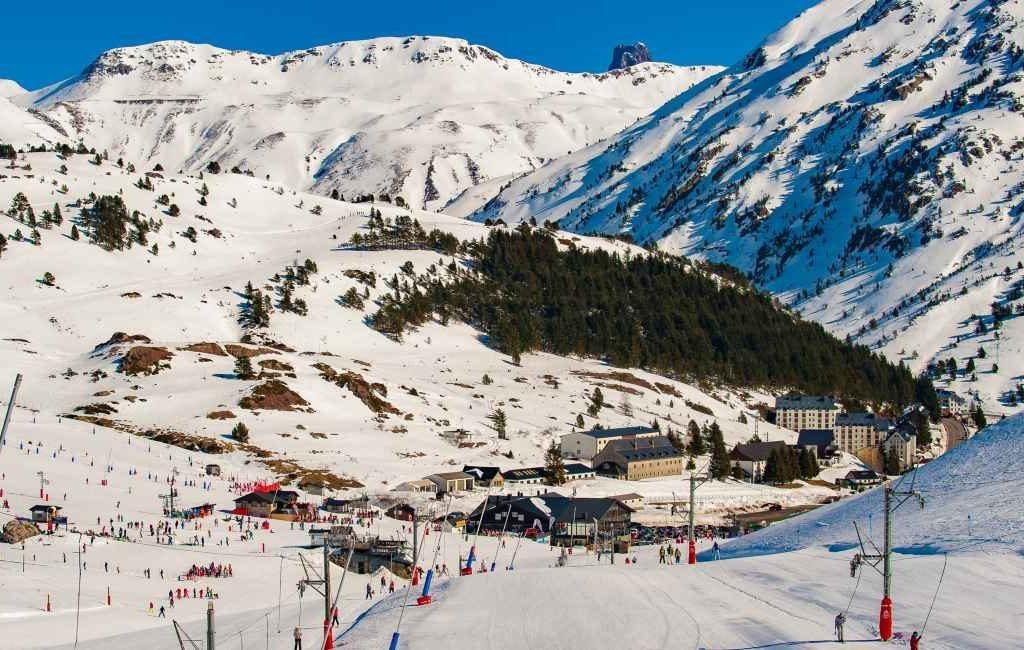 Skigebied Candanchu in de Spaanse Pyreneeën toch open deze winter