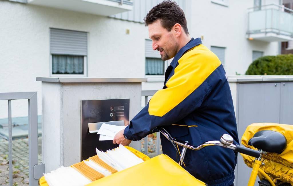 Correos postbodes op het Spaanse platteland gaan postkantoor diensten bieden