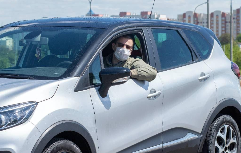 Het hoe en wat over mondkapjes in de auto in Spanje